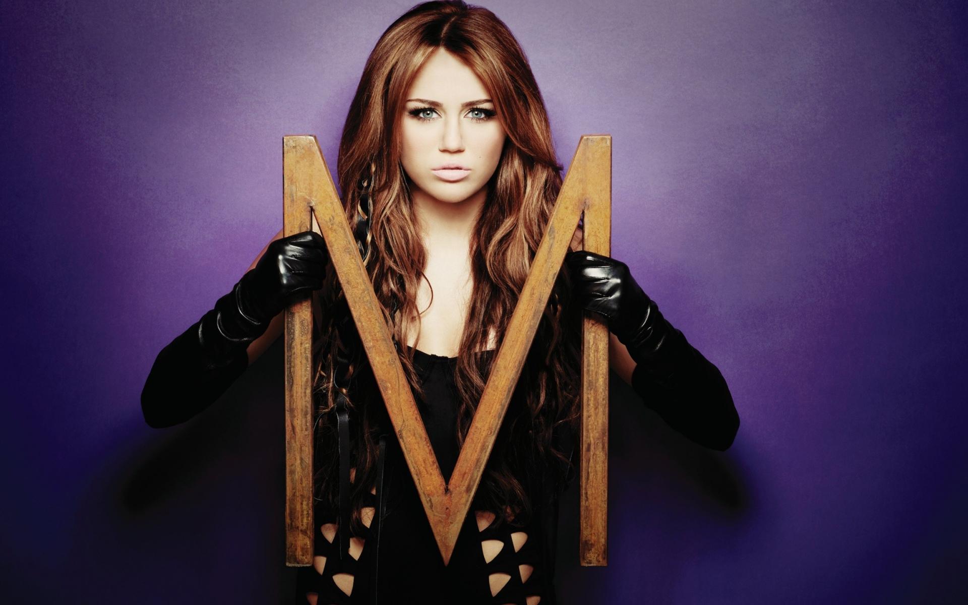 Miley Cyrus Gloves Hearts Singer Actor Hd Wallpaper-3537