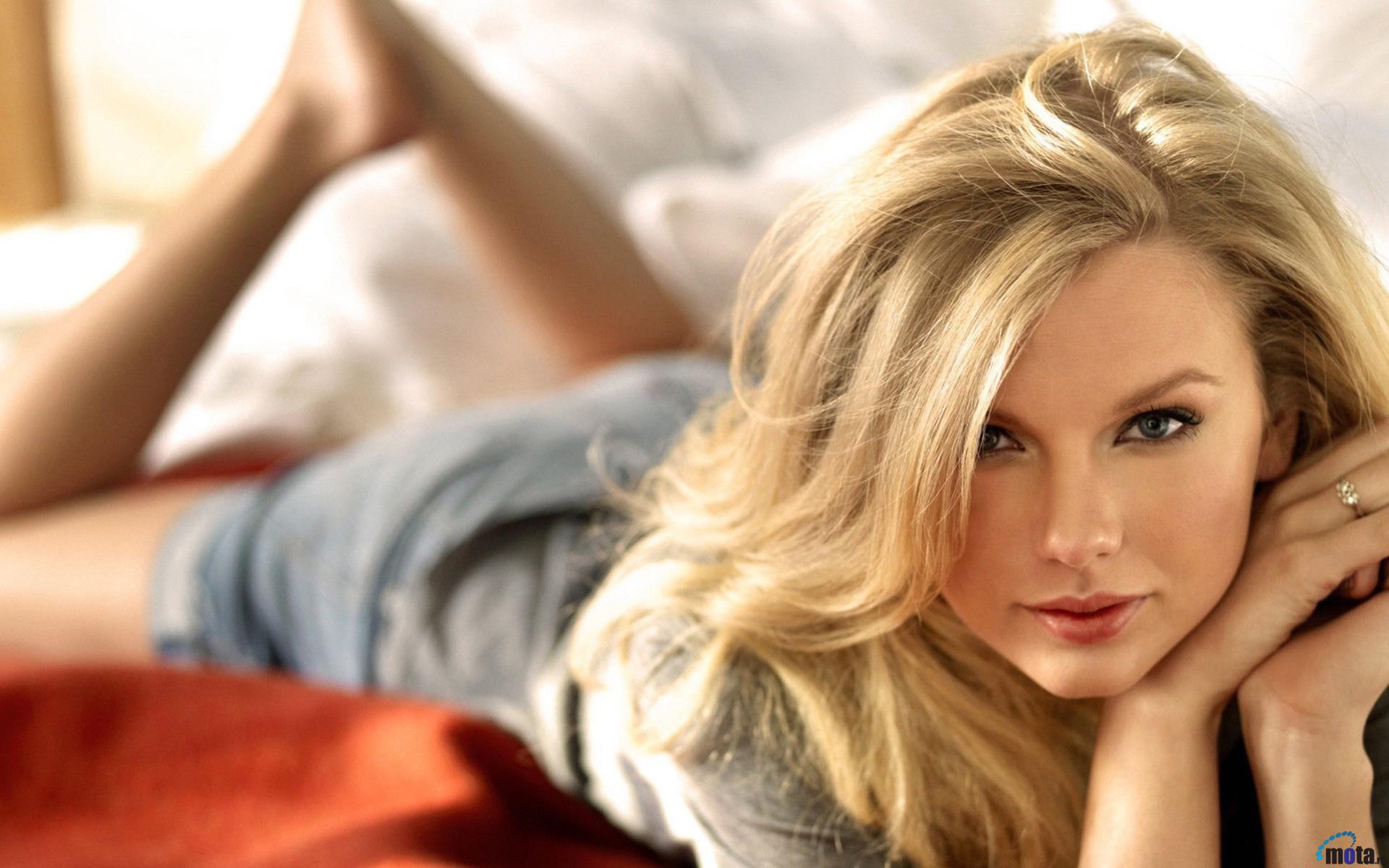 download blondes women taylor - photo #32