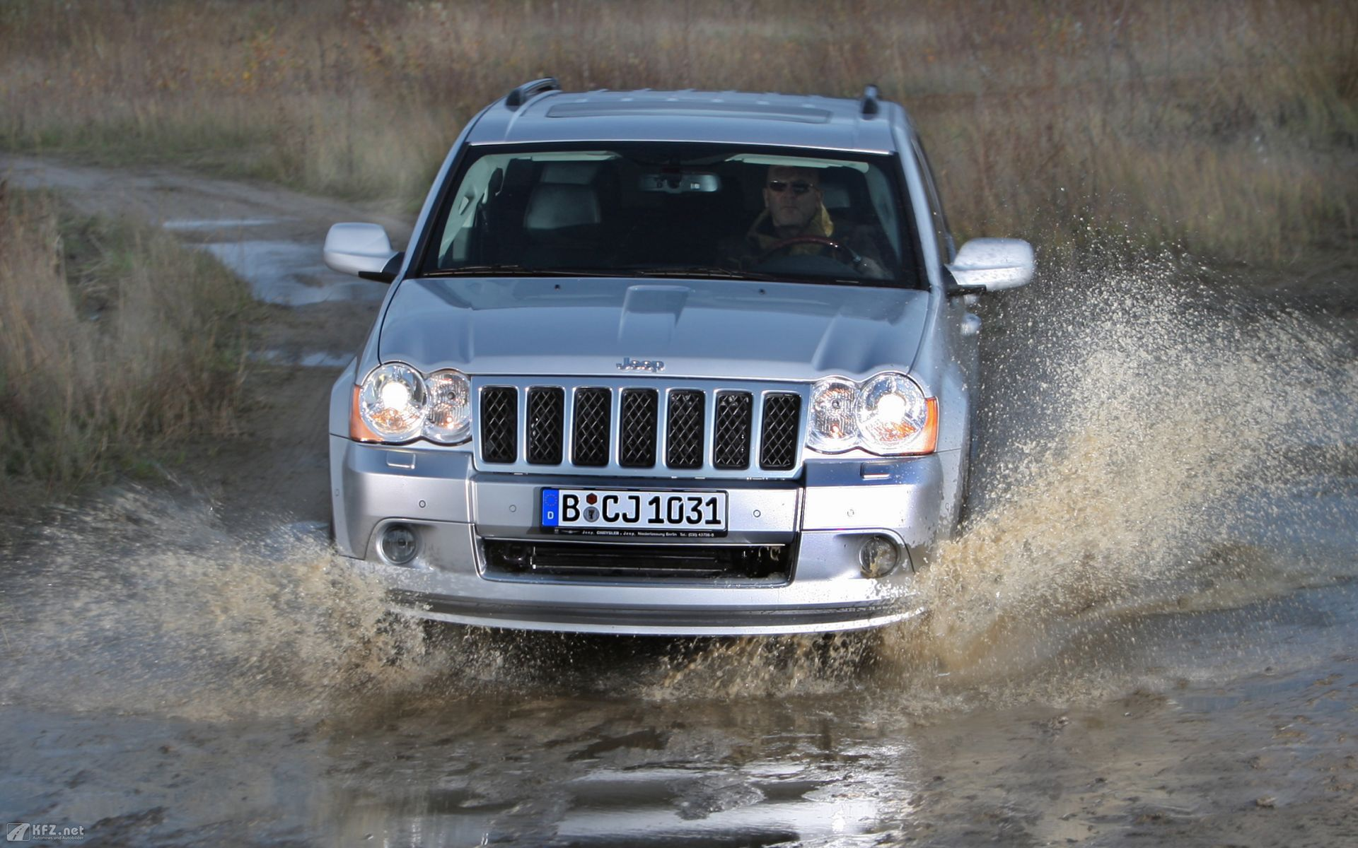 Jeep Grand Cherokee 1 wallpaper