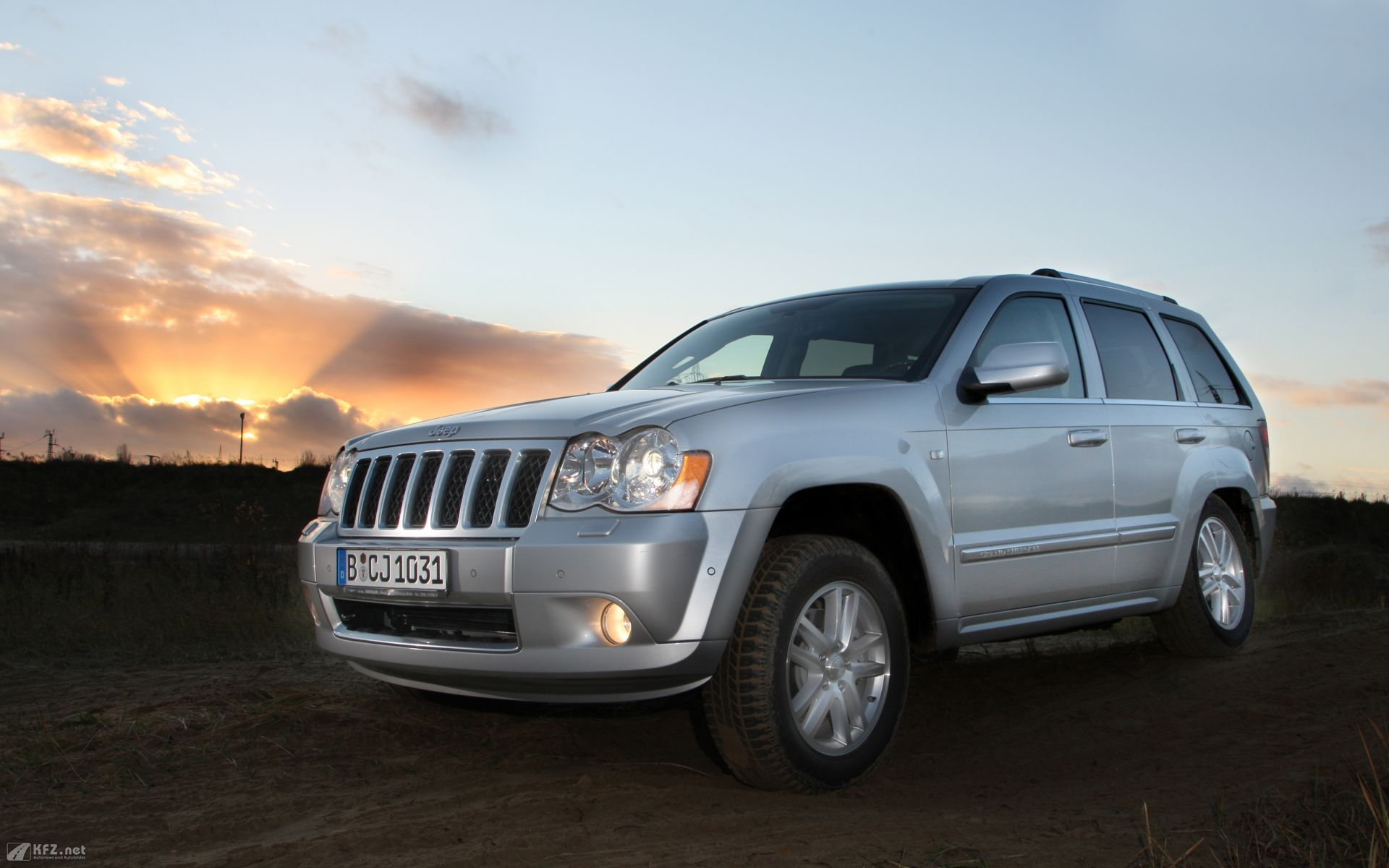 Jeep Grand Cherokee 10 wallpaper