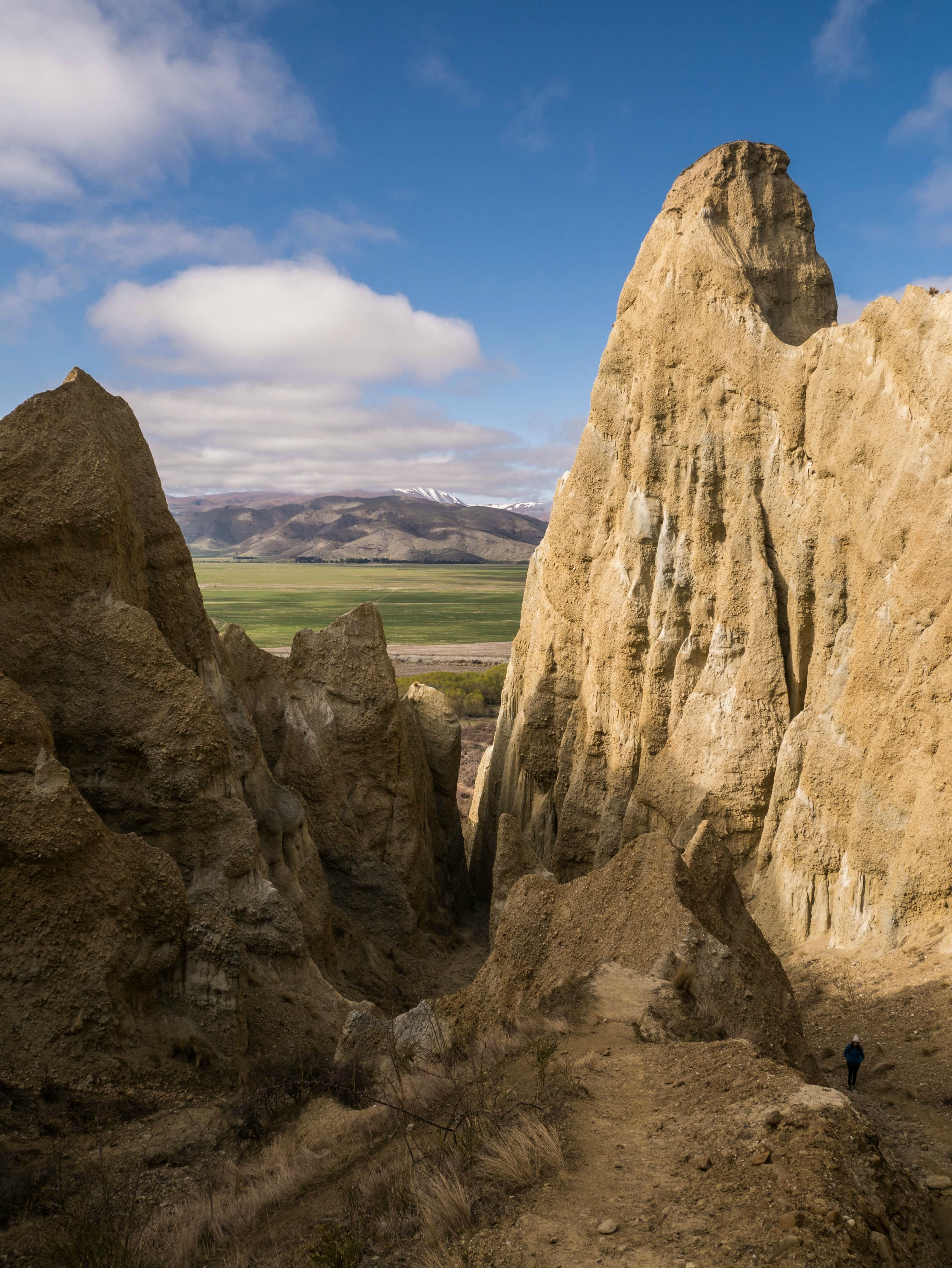 The Gorgeous and Absolutely Surreal Clay Cliffs That We Stumbled Across in Omarama New Zealand wallpaper