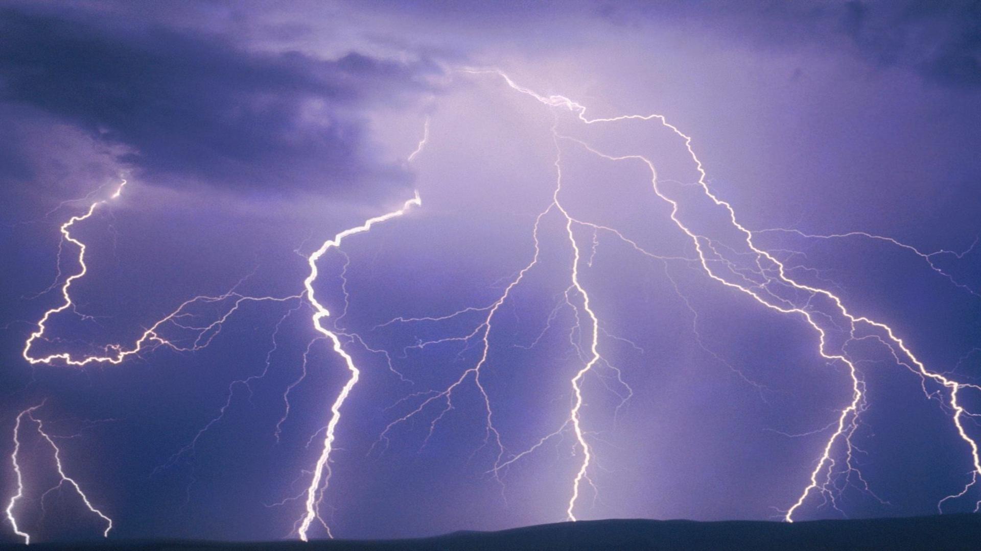 lightning strike wallpaper - photo #34