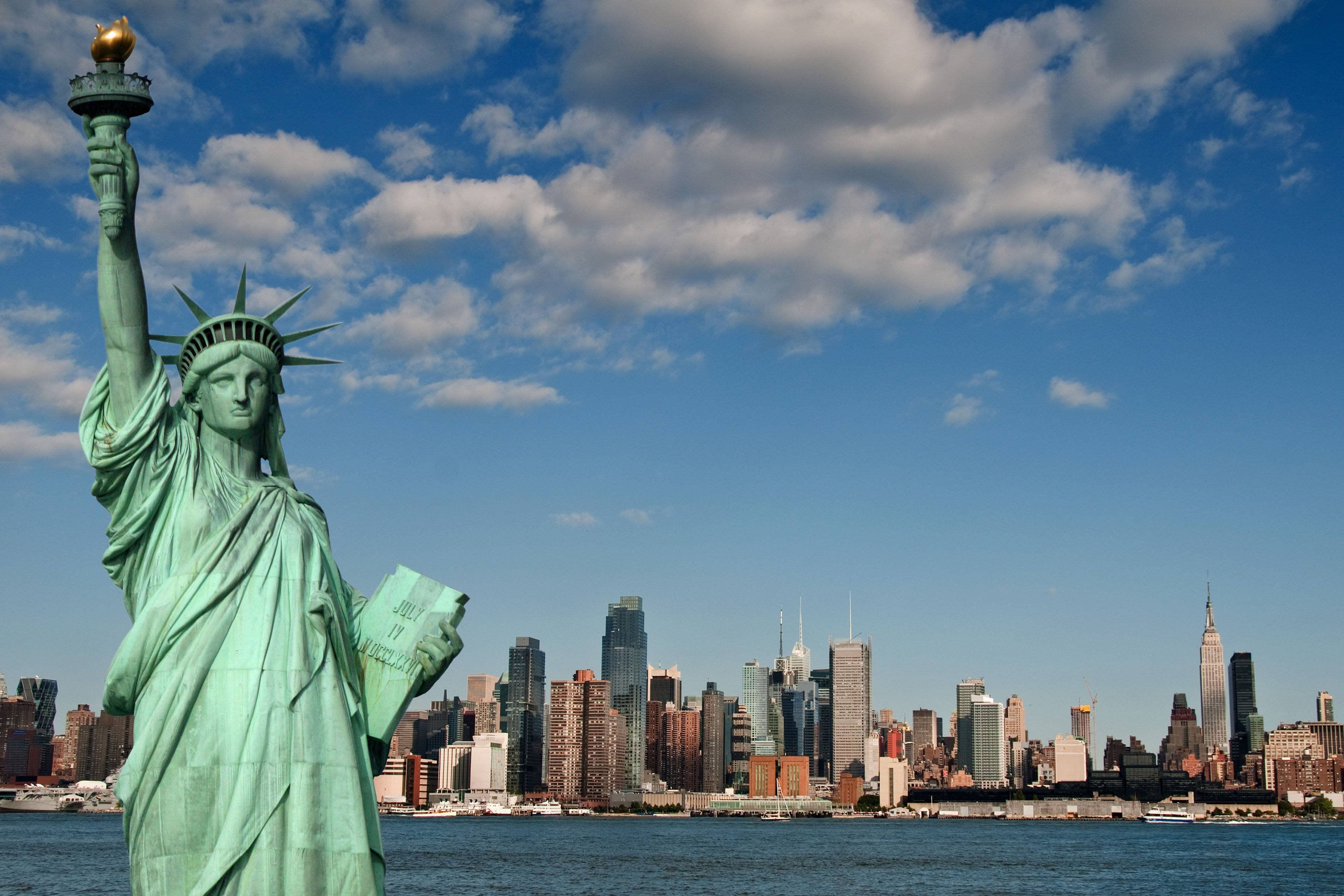 Statue of Liberty Welcome to New York wallpaper