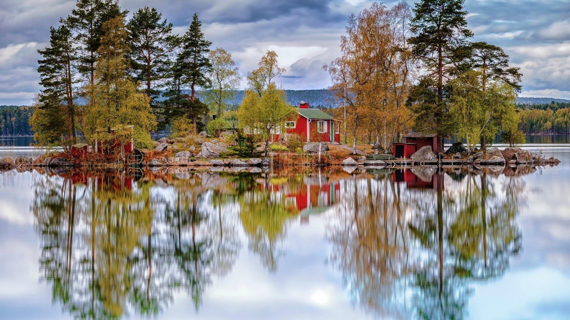 amazing-lake-reflection-wallpaper.jpg