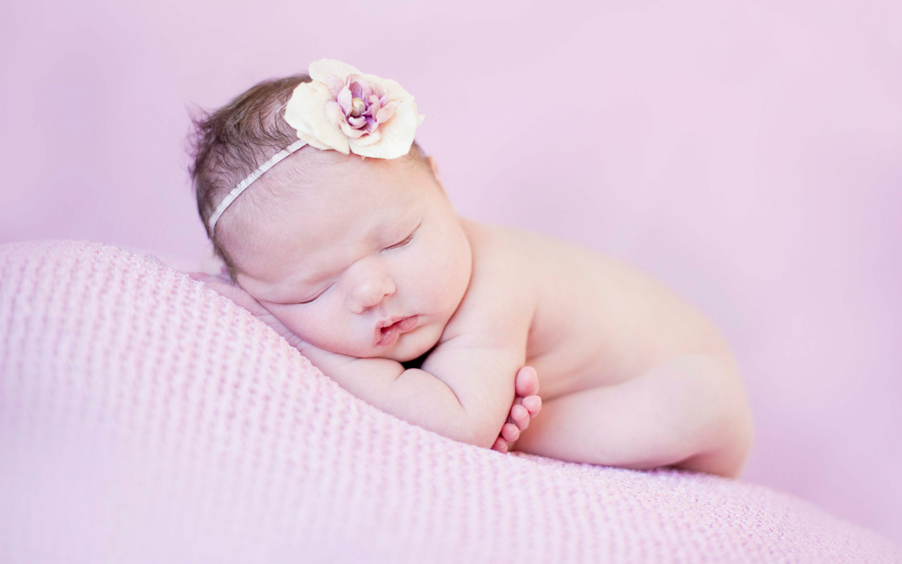 Cute Newborn wallpaper