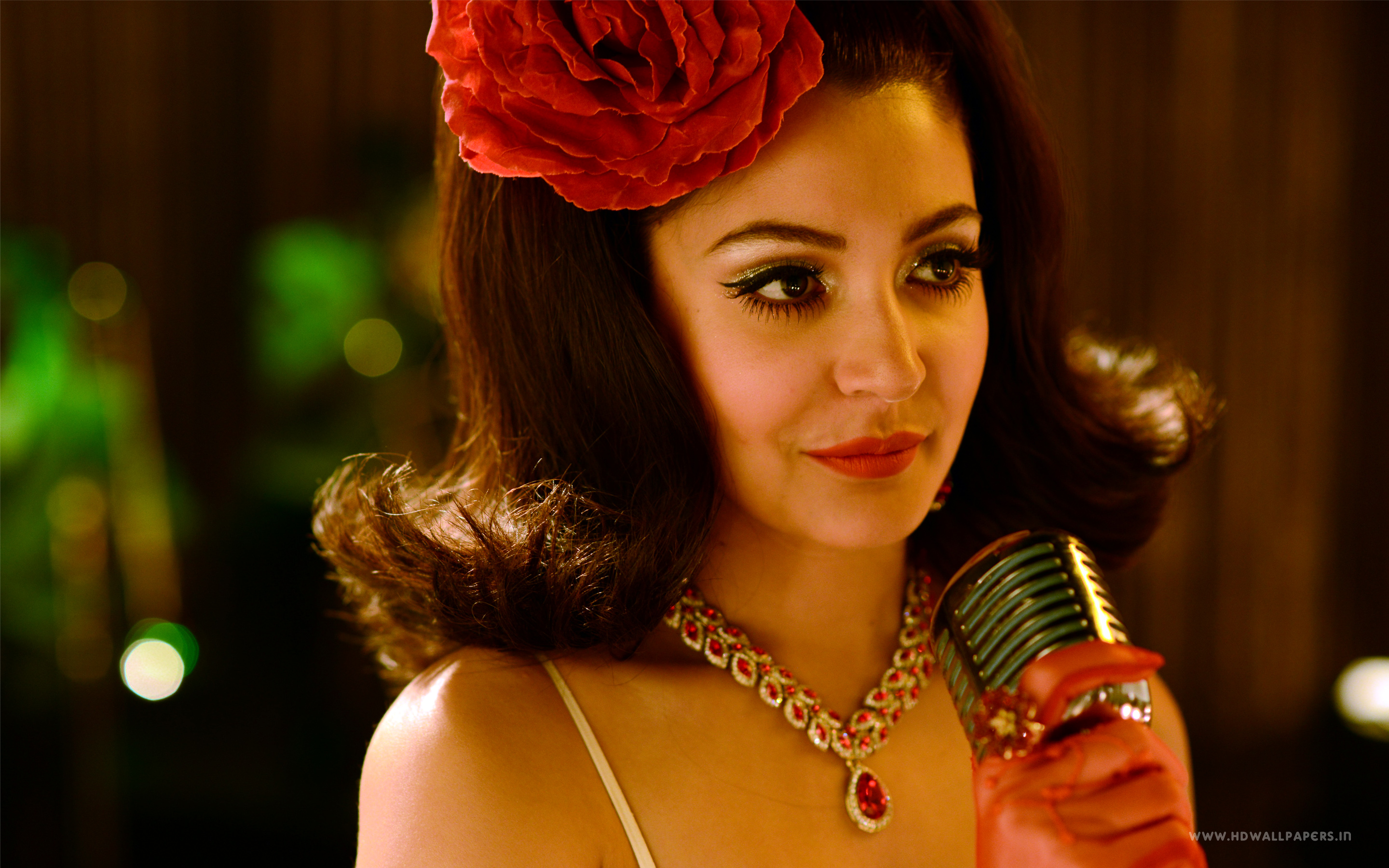 Anushka Sharma in Bombay Velvet wallpaper
