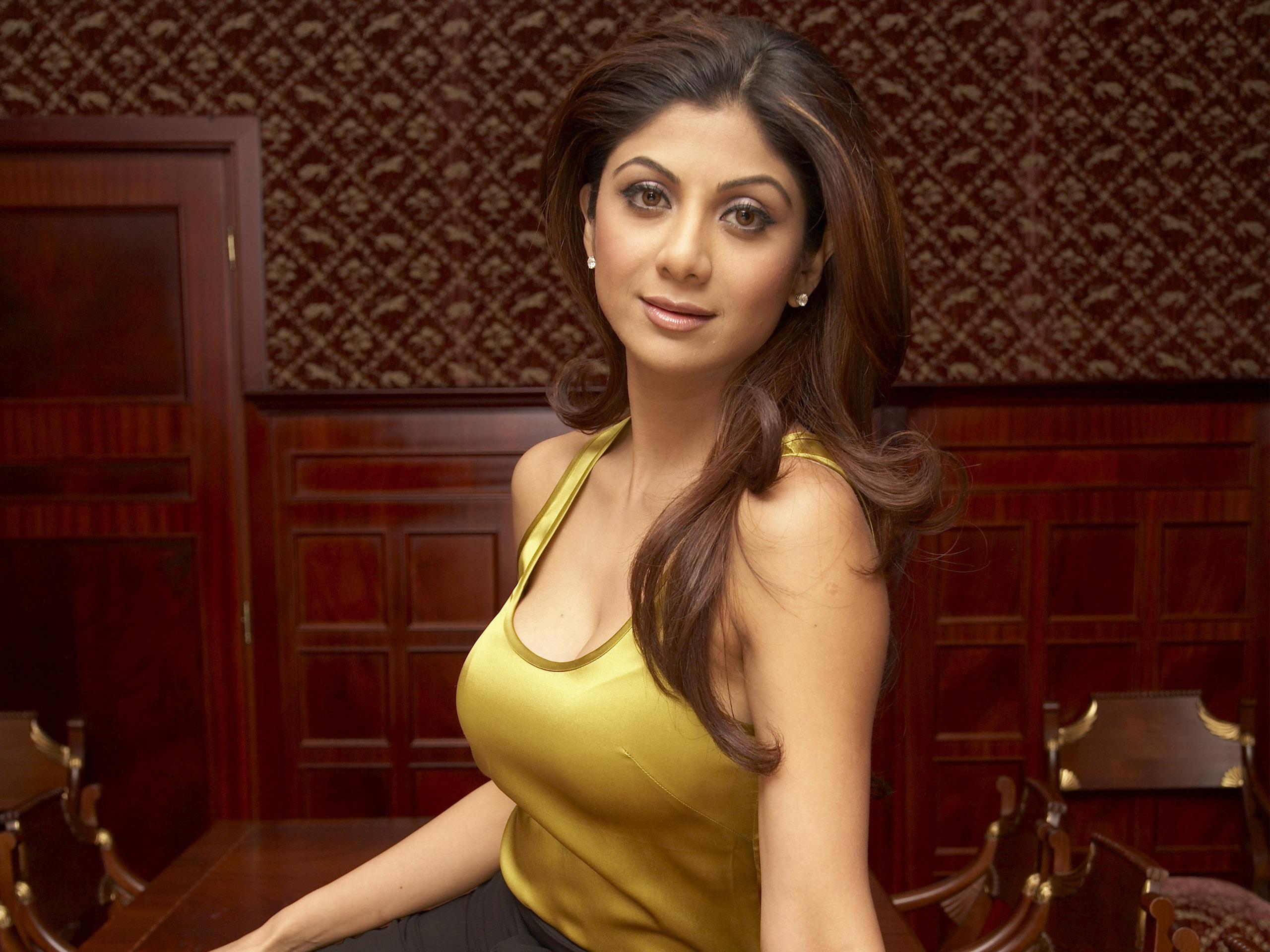 Free Karishma Kapur And Kareena Kapoor Xxx Hd Wallpapers