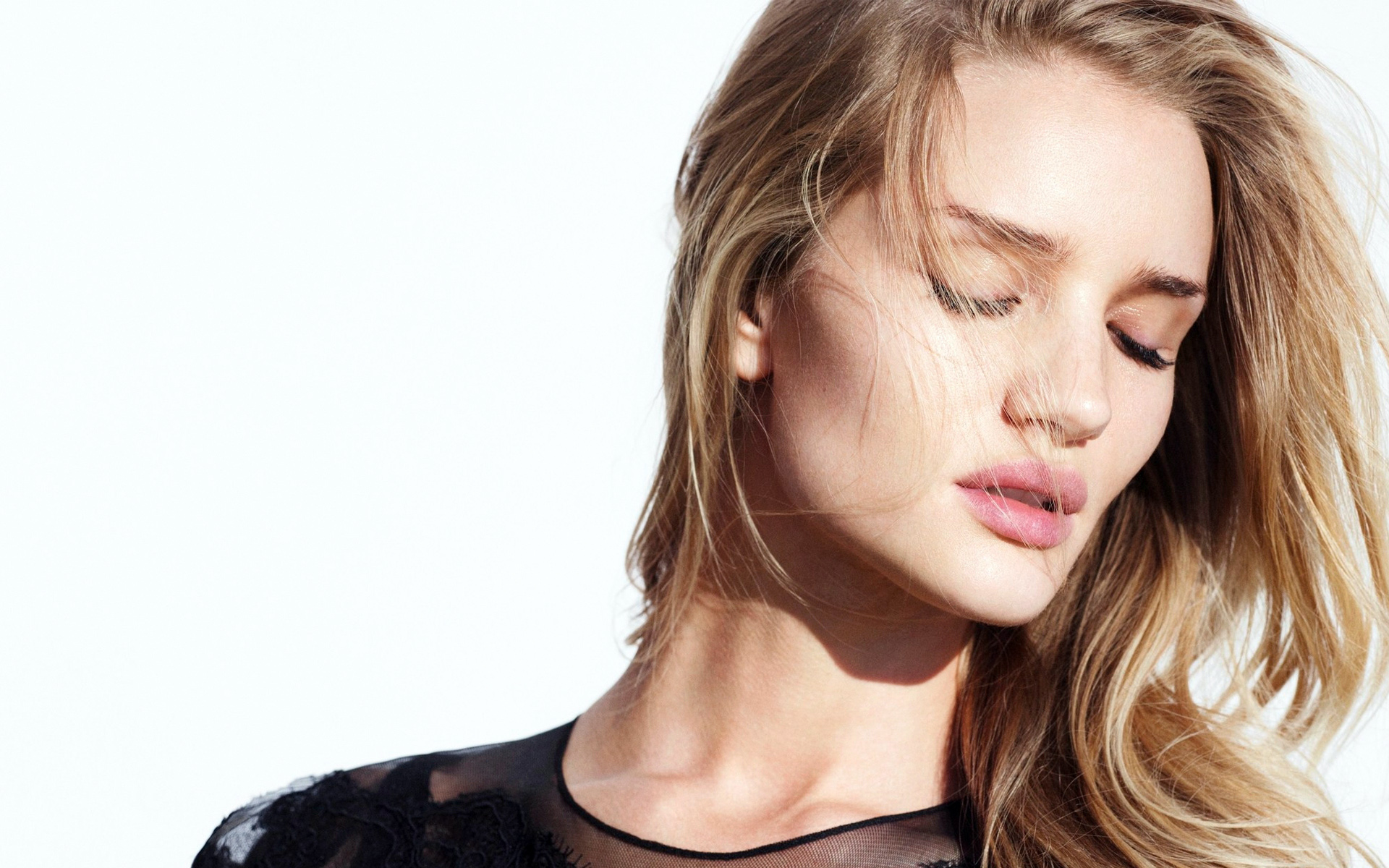 Transformers Actress Rosie Huntington Whiteley wallpaper