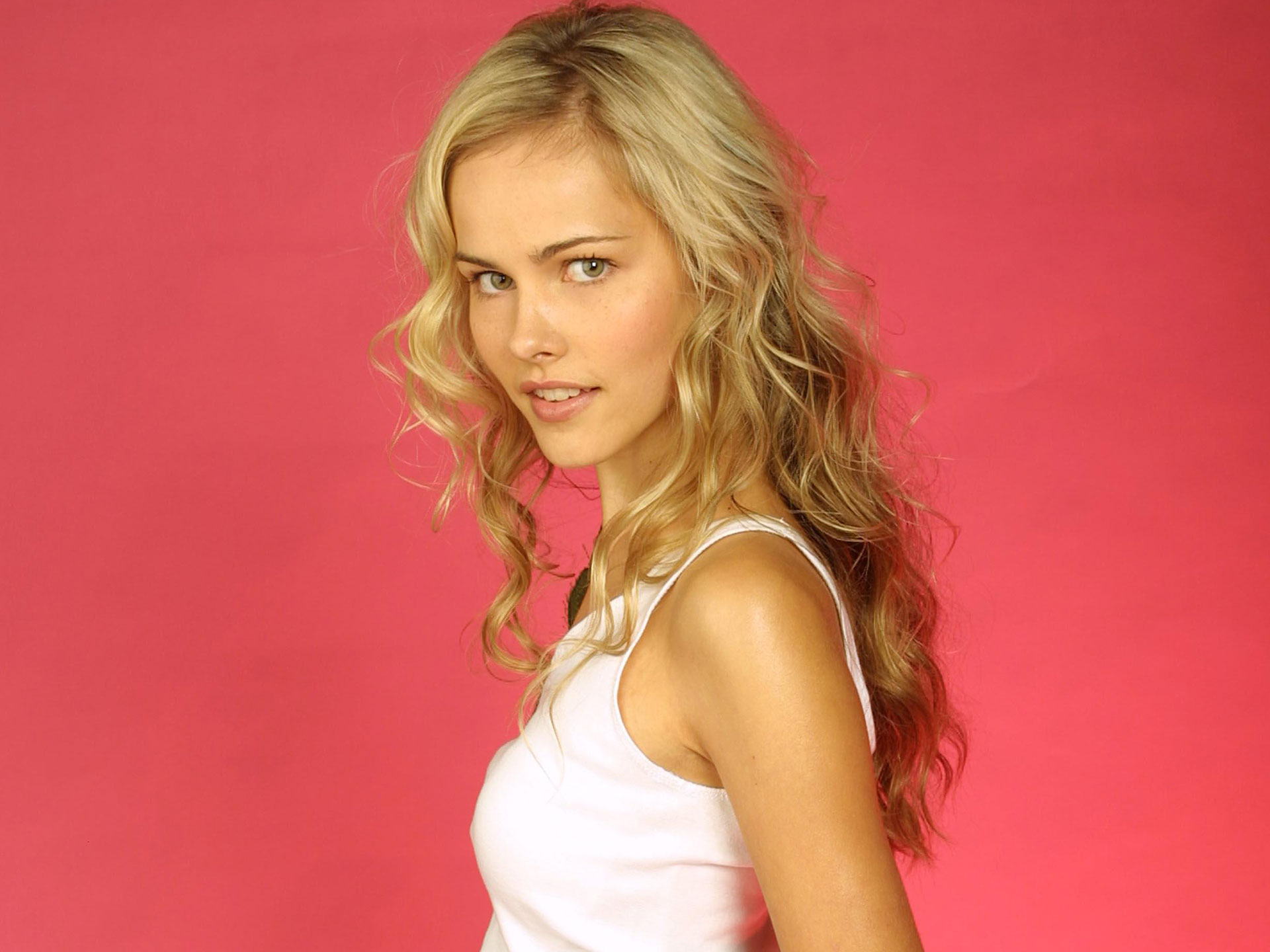 Transformers Girl Isabel Lucas wallpaper