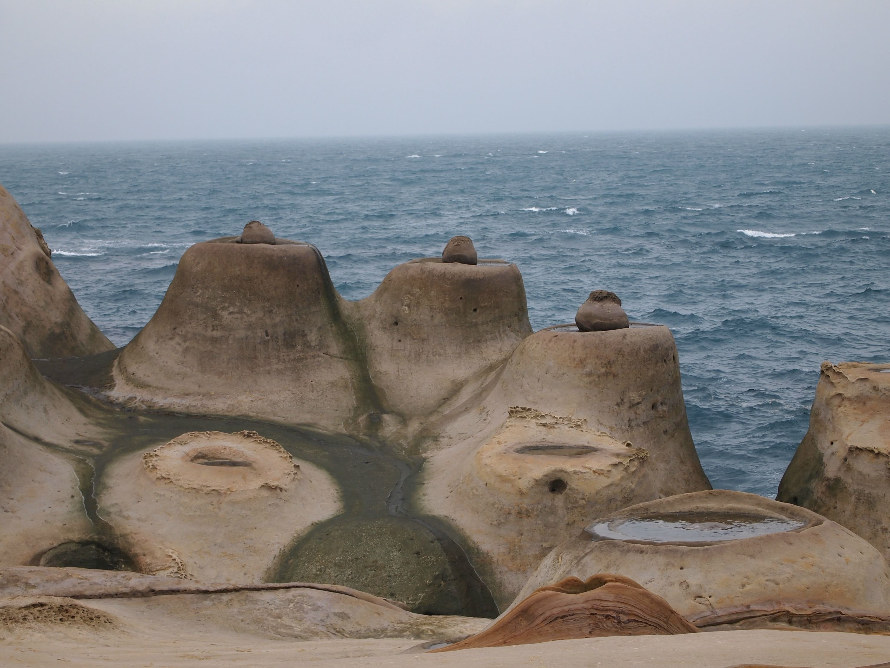 Candle Rocks in Yehliu Park Taiwan wallpaper