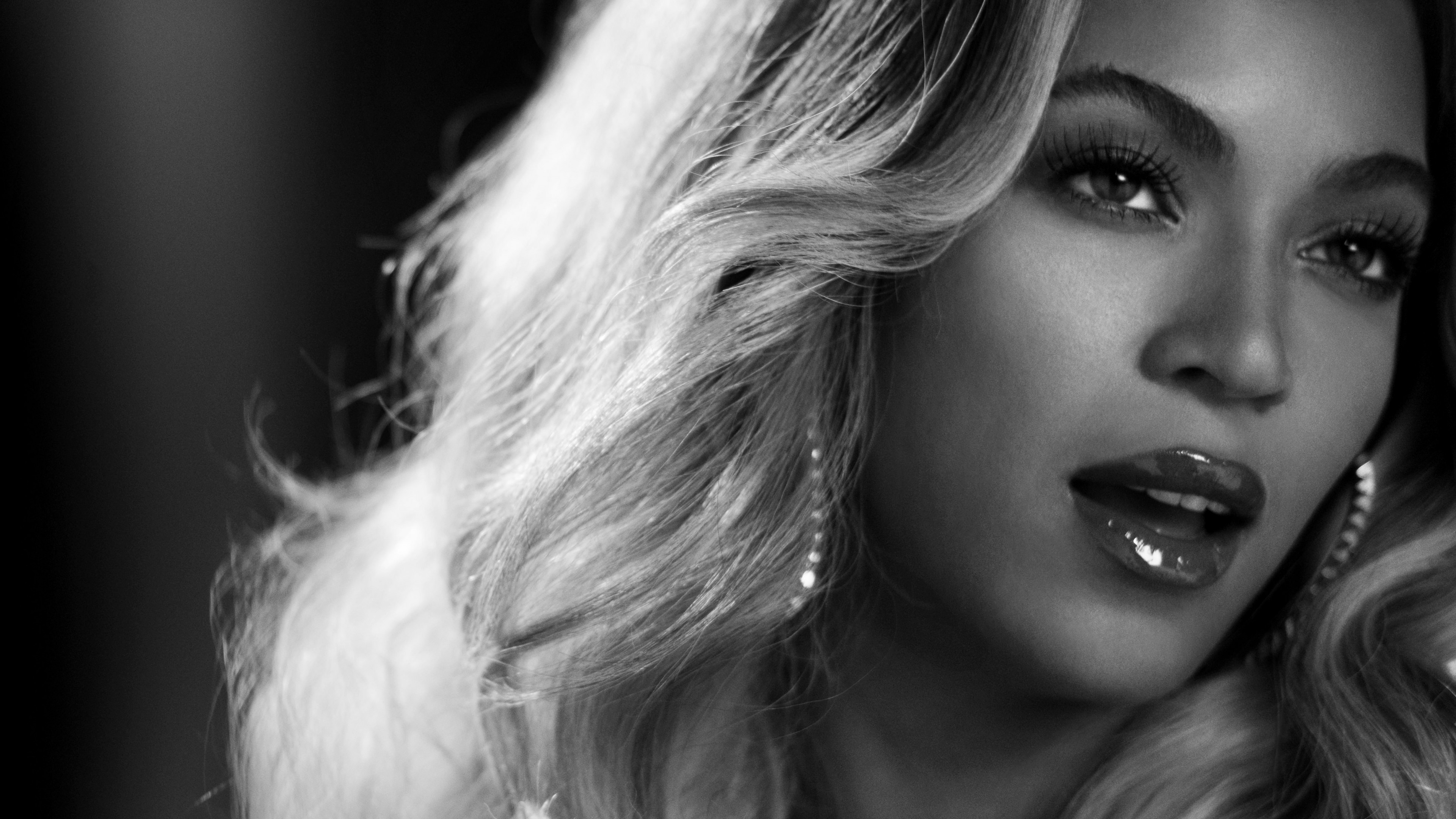 Beyonce in Black and White 4K wallpaper