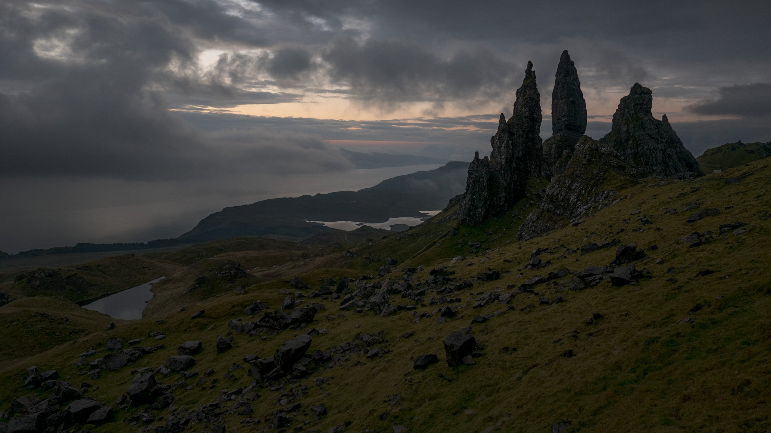 Old Man of Storr in Scotland wallpaper