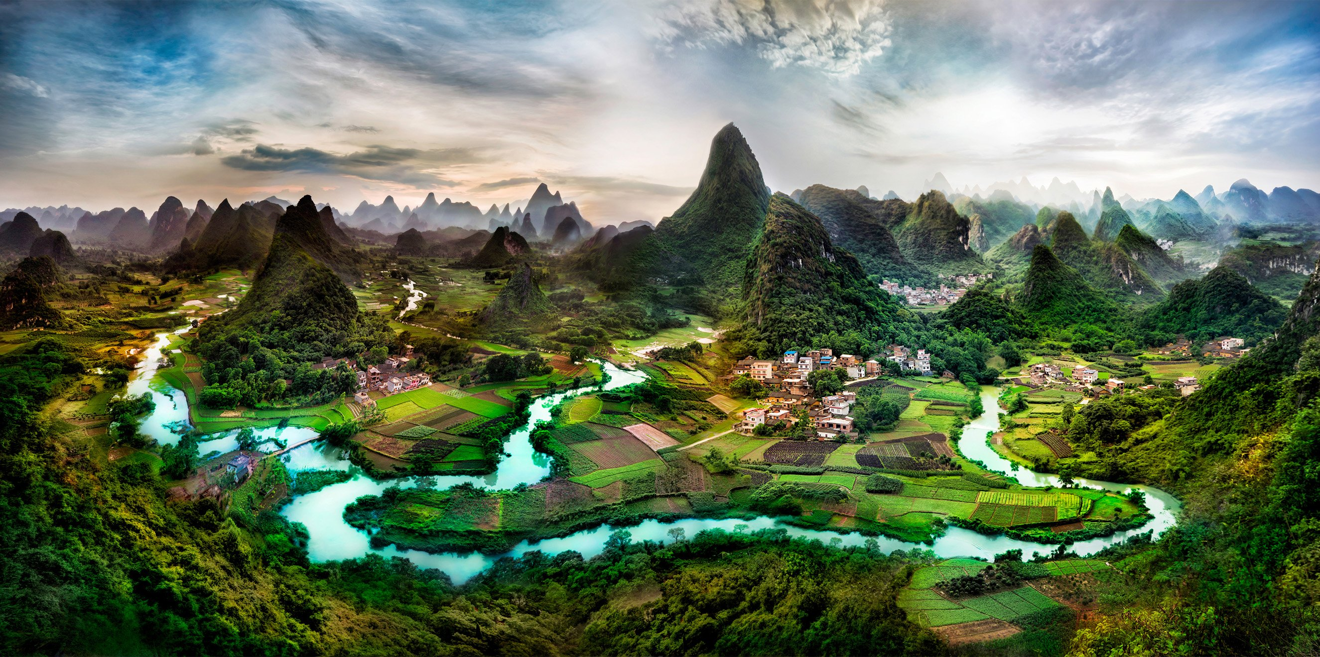 The Green Hills of Li River Guangxi China wallpaper