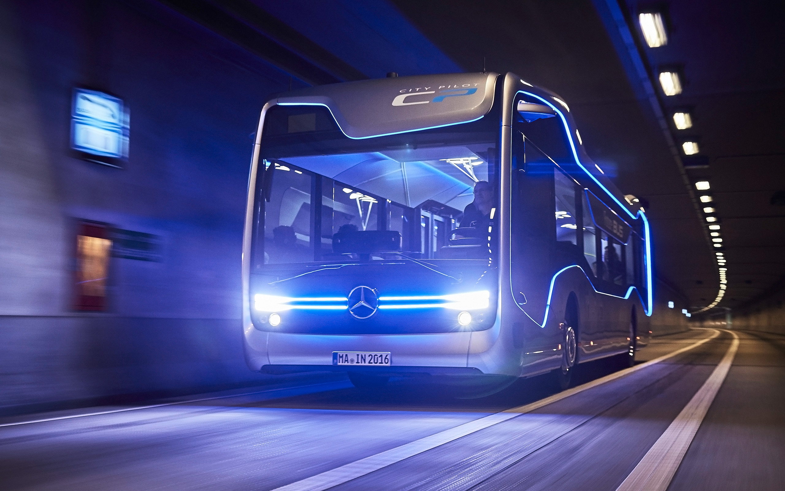 Mercedes Benz Future Bus 2016 wallpaper