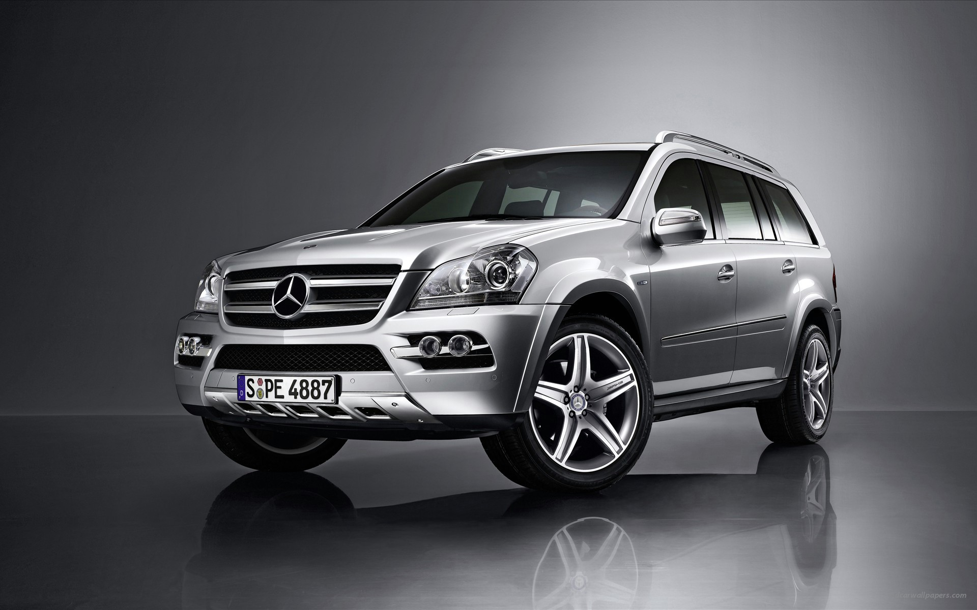 Mercedes Benz SUV wallpaper
