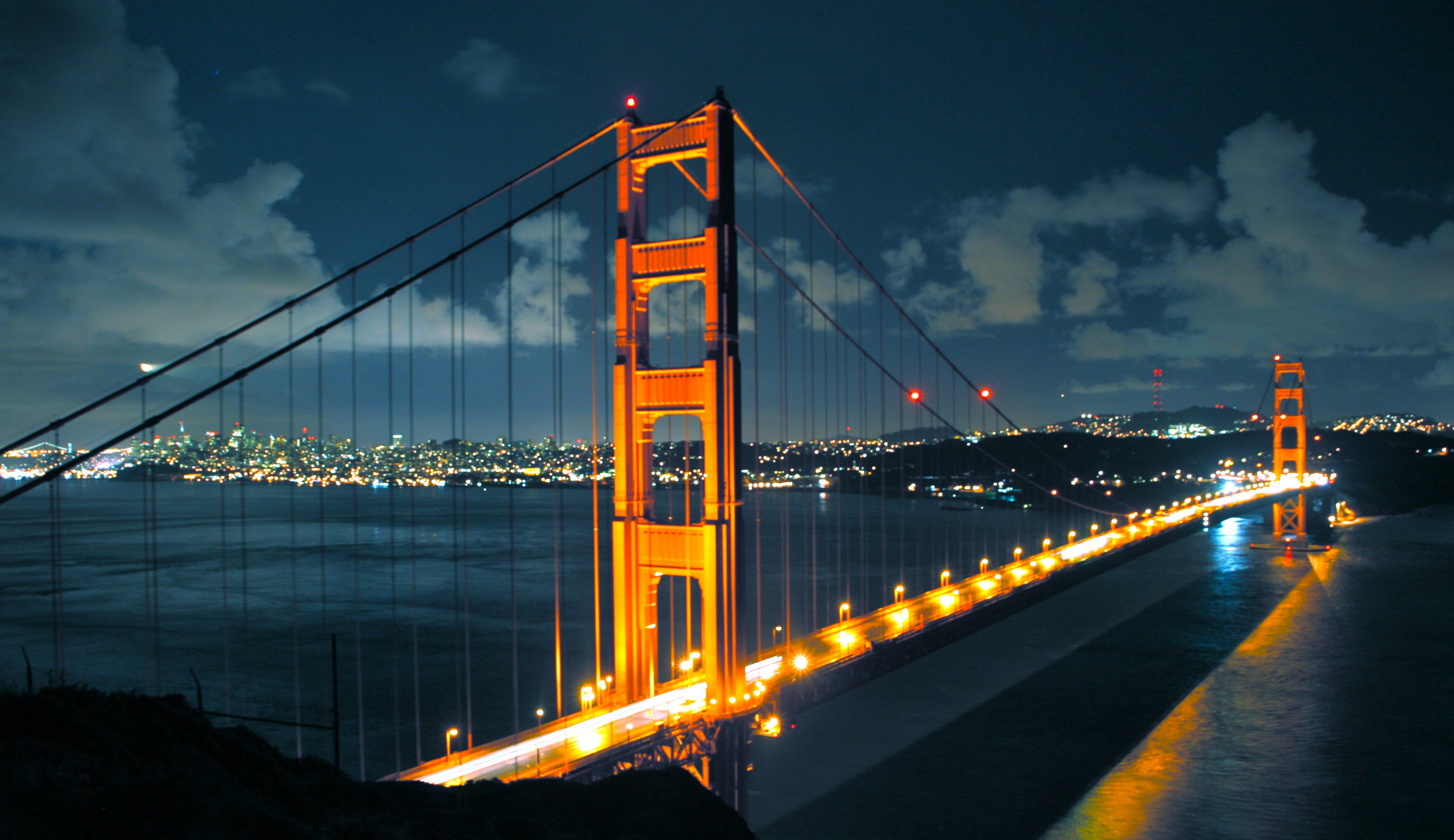 A Beautiful Night View of Golden Gate Bridge wallpaper