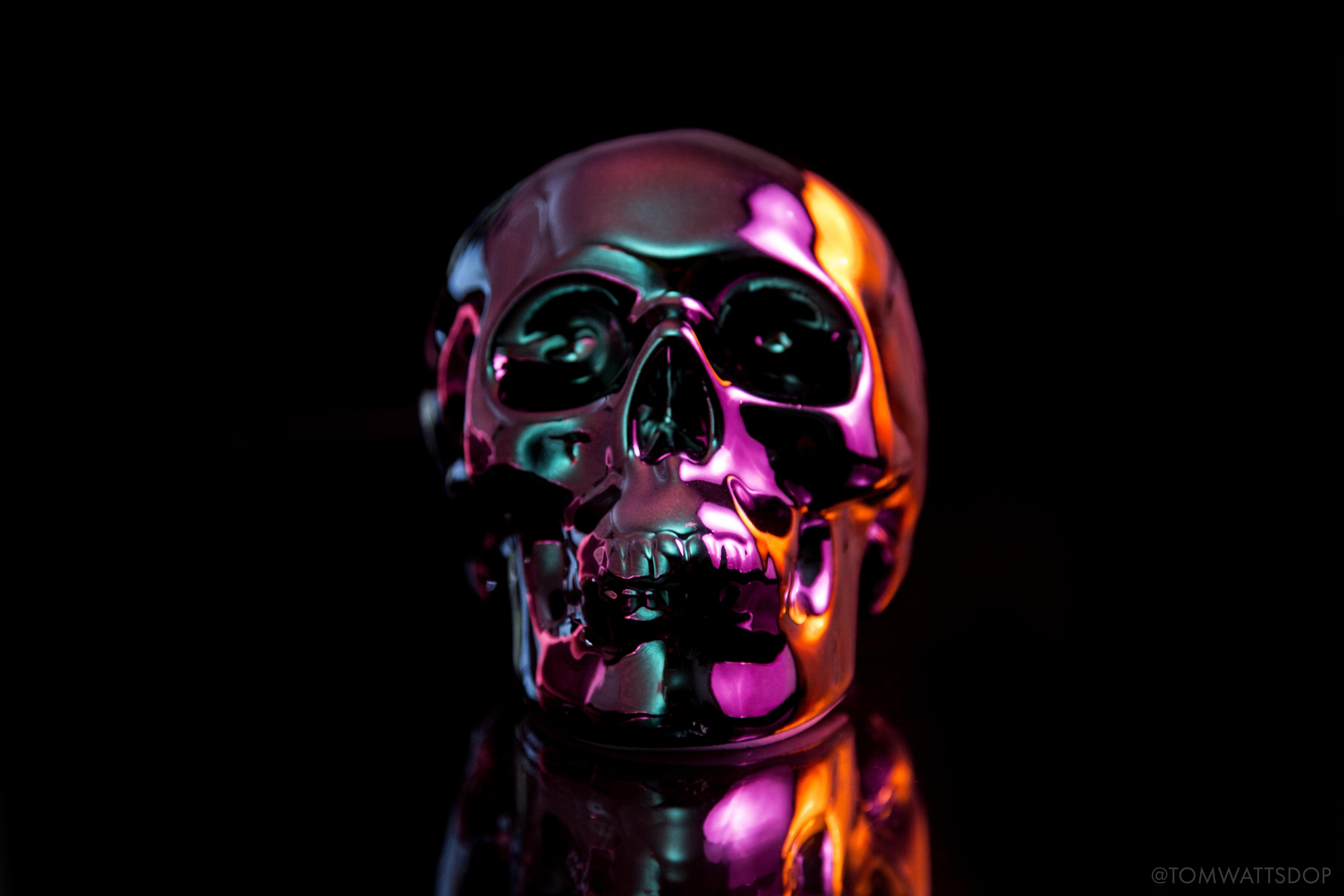 Oil Slick Skull wallpaper