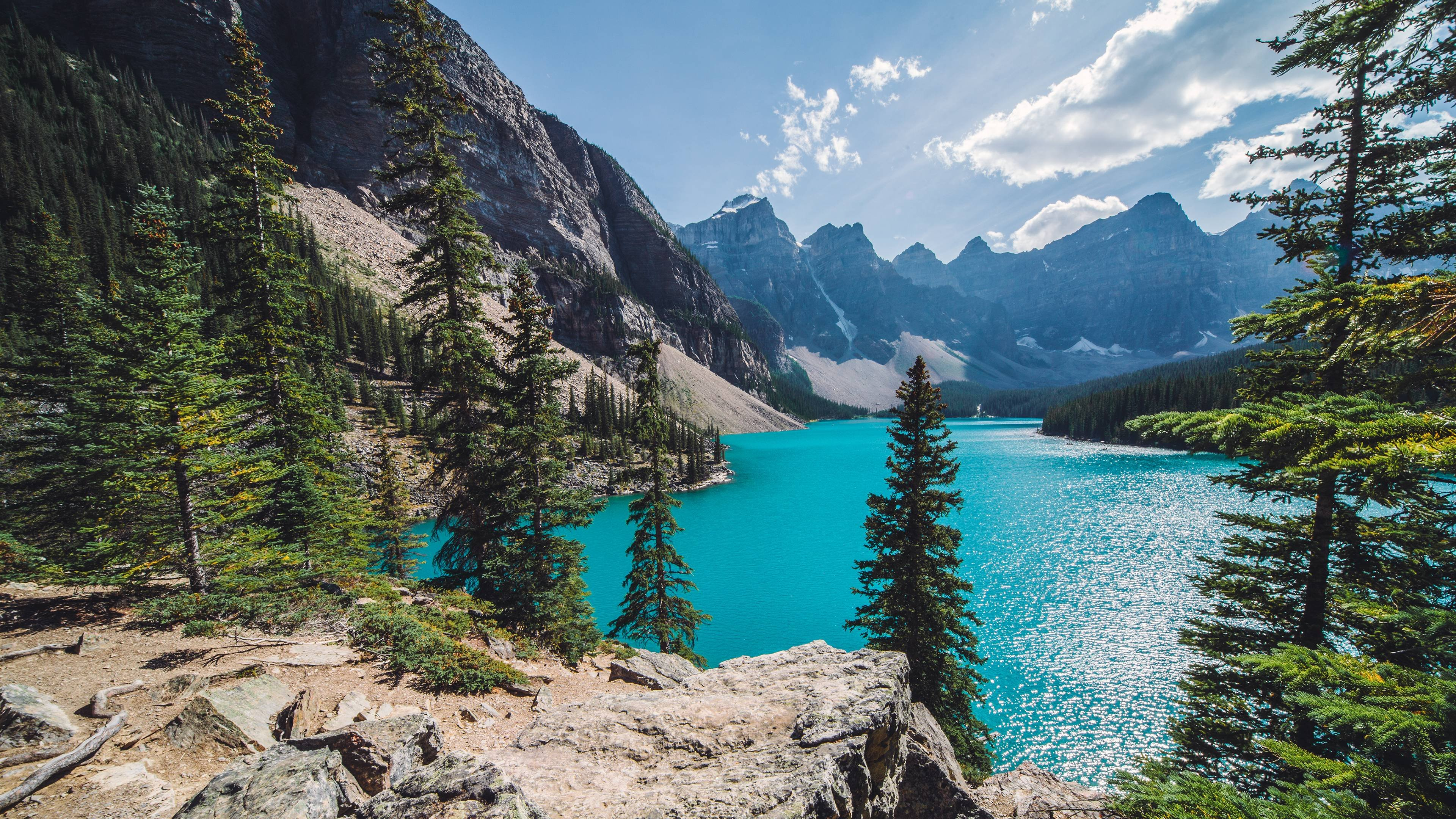 Sunny Day Over Moraine Lake wallpaper