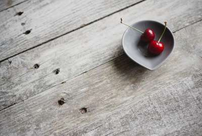 2 Cherries in a Bowl wallpaper