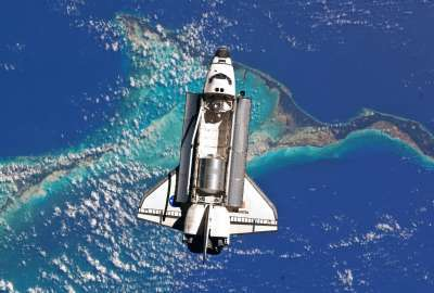Atlantis Space Shuttle Over Bahamas wallpaper