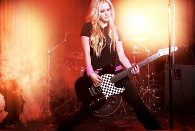 Avril Lavigne Rocking HD (2) wallpaper