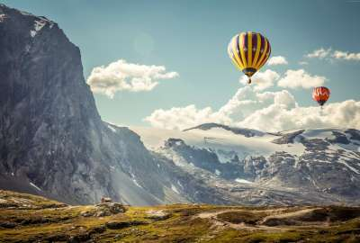 Balloons in the Mountains wallpaper