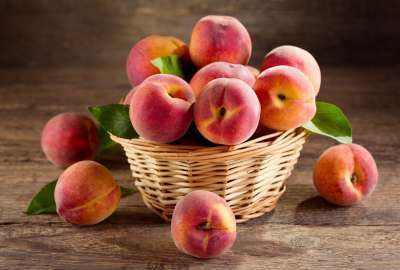 Basket of Peaches wallpaper