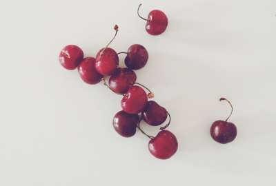 Cherries Red White wallpaper
