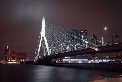 Erasmus Bridge at Night wallpaper