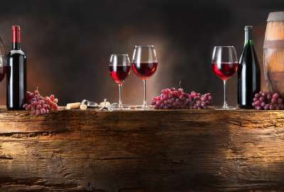 Glasses of Wine Presentation wallpaper