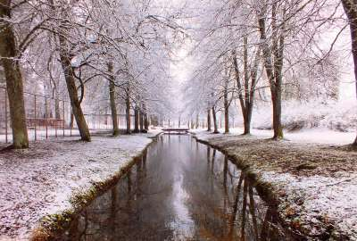 River Path in the Winter wallpaper
