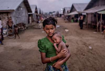 Rohingya-girl Need World Assistances wallpaper
