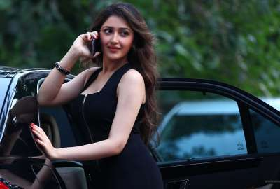 Sayesha Saigal in Shivaay wallpaper