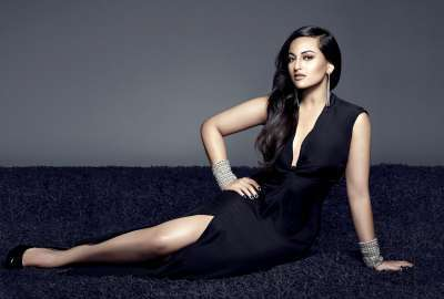 Sonakshi Sinha 18 wallpaper