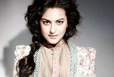 Sonakshi Sinha 23 wallpaper