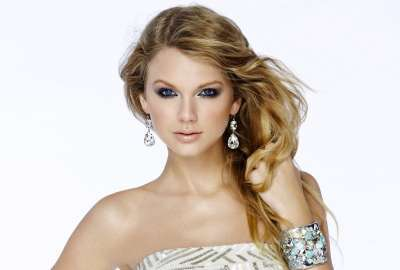 Taylor Swift Fashion Magazine 5K wallpaper