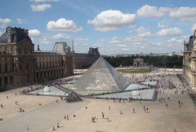 The Louvre Museum Paris wallpaper